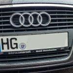 Ein Auto mit dem Kennzeichen HG