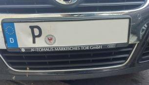 Auto mit dem Kennzeichen P