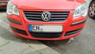 Eine Auto mit dem Kennzeichen EN
