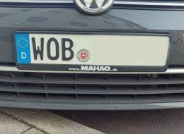 Ein Auto mit dem Kennzeichen WOB